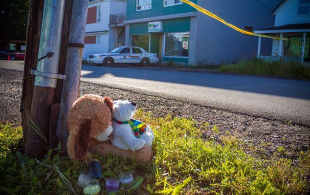 Трагедия произошла в зоомагазине. Местные жители требуют закрыть магазин.