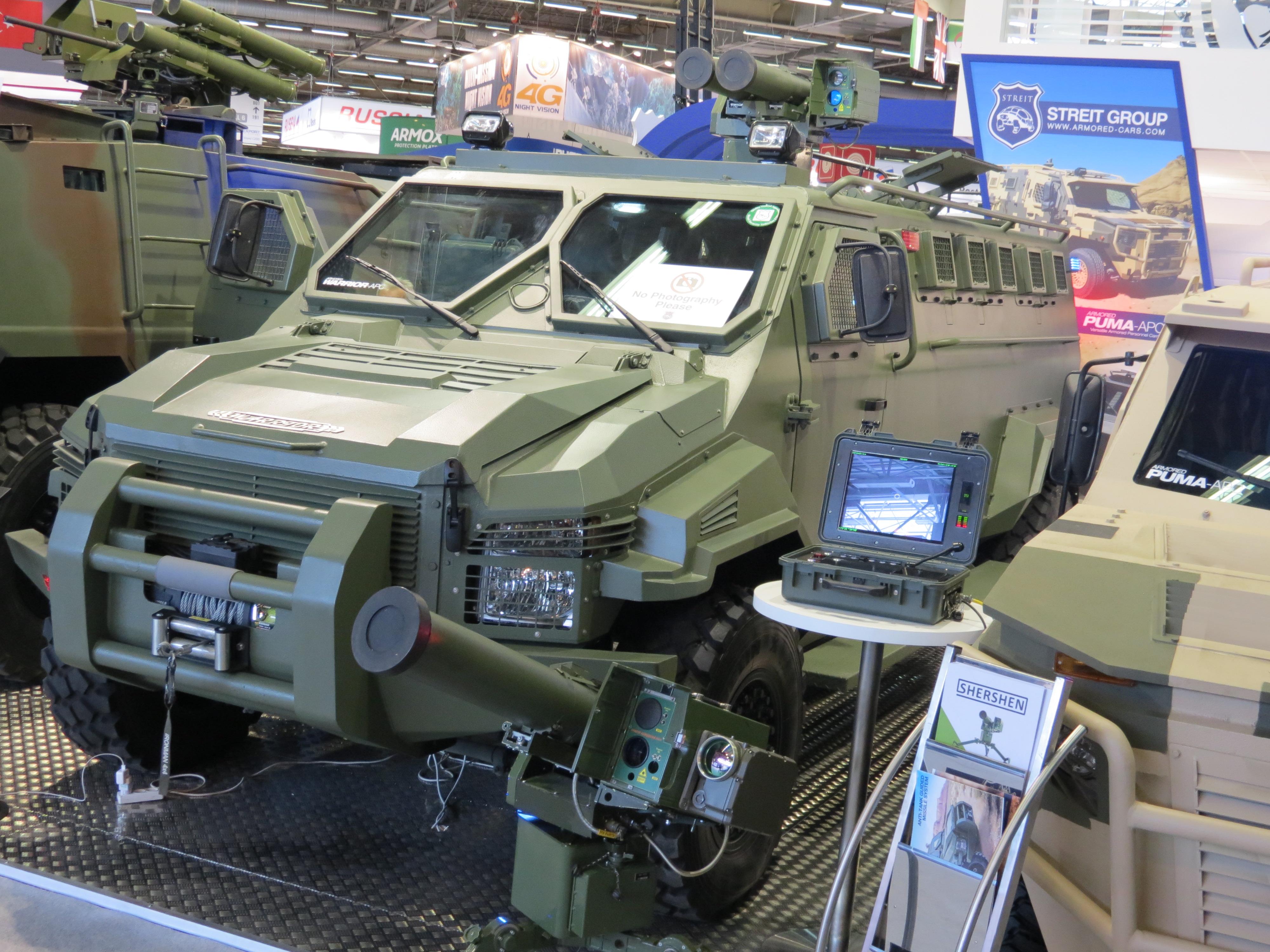 Боевая машина Warrior с украинскими ракетами
