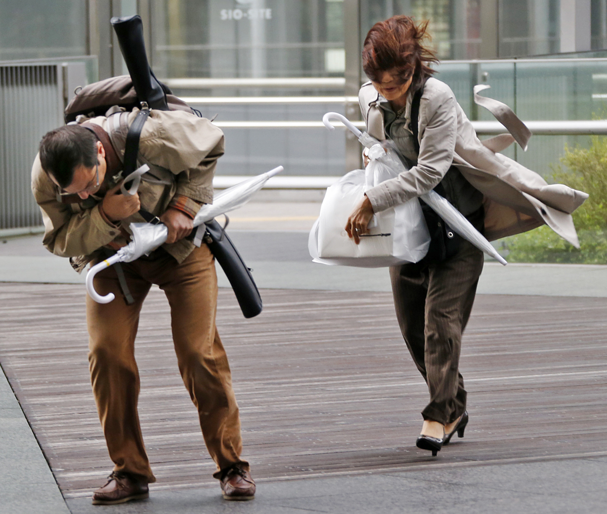 Срывание на одежды улице