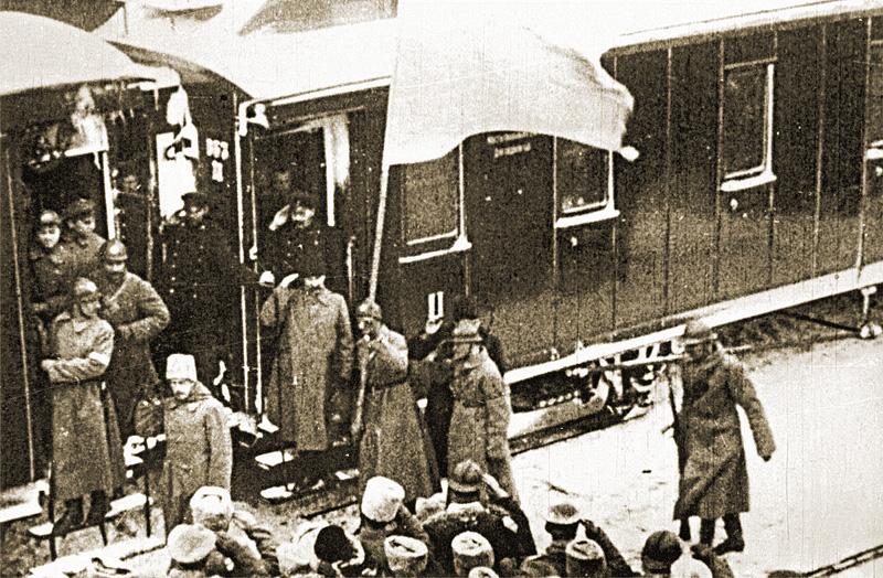 Торжественная встреча Директории на киевском вокзале. 19 декабря 1918 года