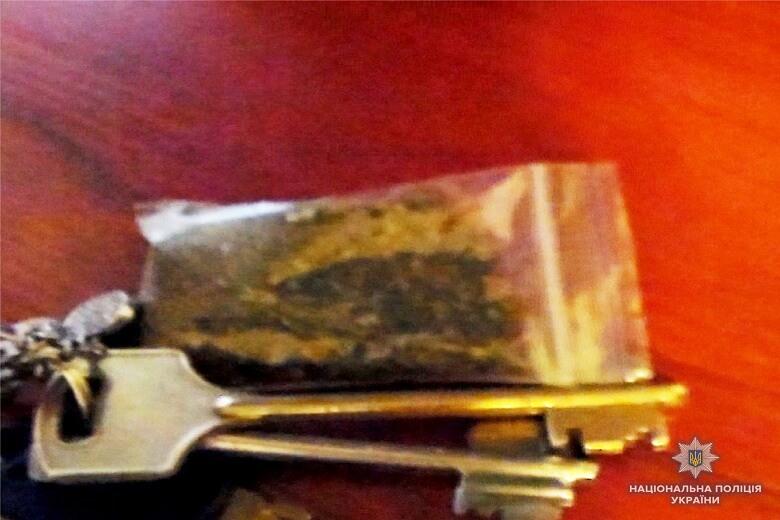 В квартире также нашли марихуанну