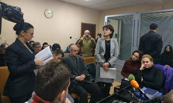 Меньшая скорость могла бы позволить избежать аварии, считает адвокат Дронова