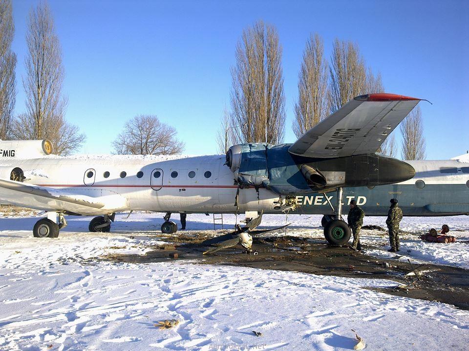 На стоянке хранения авиатехники столкнулись два самолета
