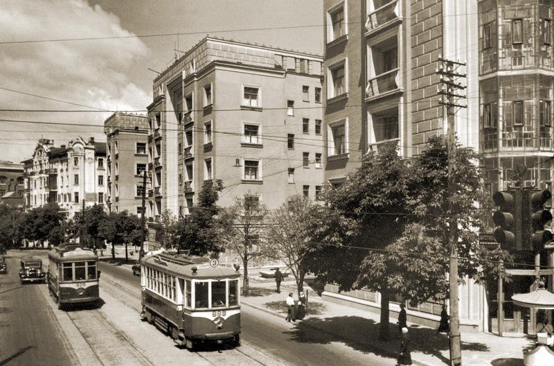 Институтская тогда называлась улицей 25 Октября