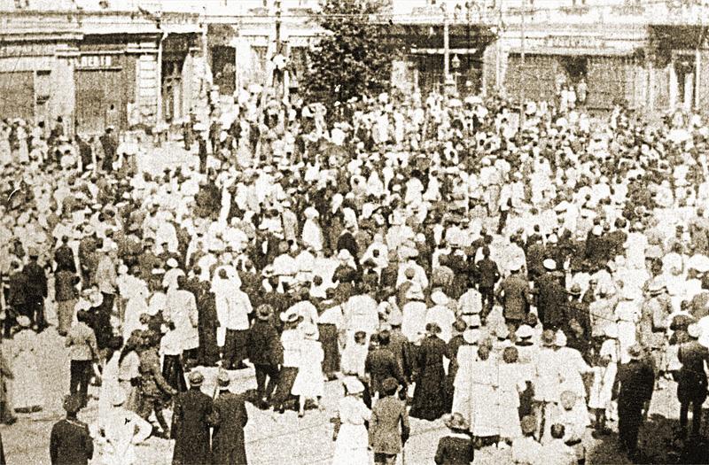 Киевляне на Думской площади. Сентябрь 1919 года