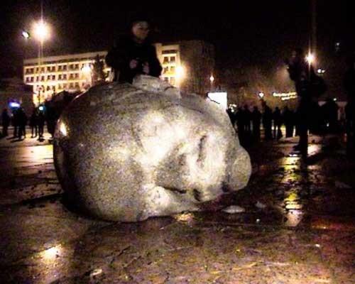 fe024bae650751c35cc685e2b0b768cb Падіння Леніна: у Києві проявився Шива лінгам