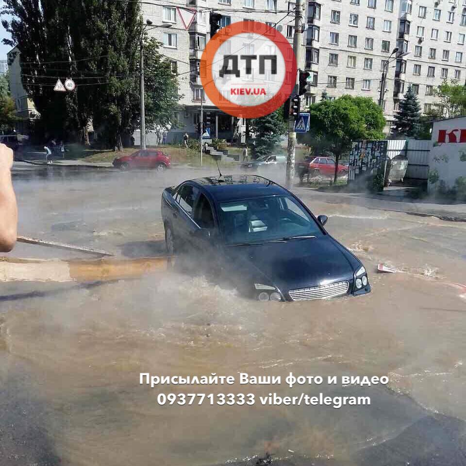 В Киеве снова прорвало трубу