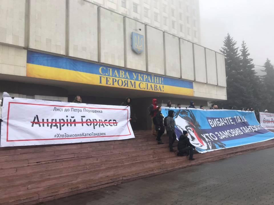 Глава государства избежал встречи с митингующими