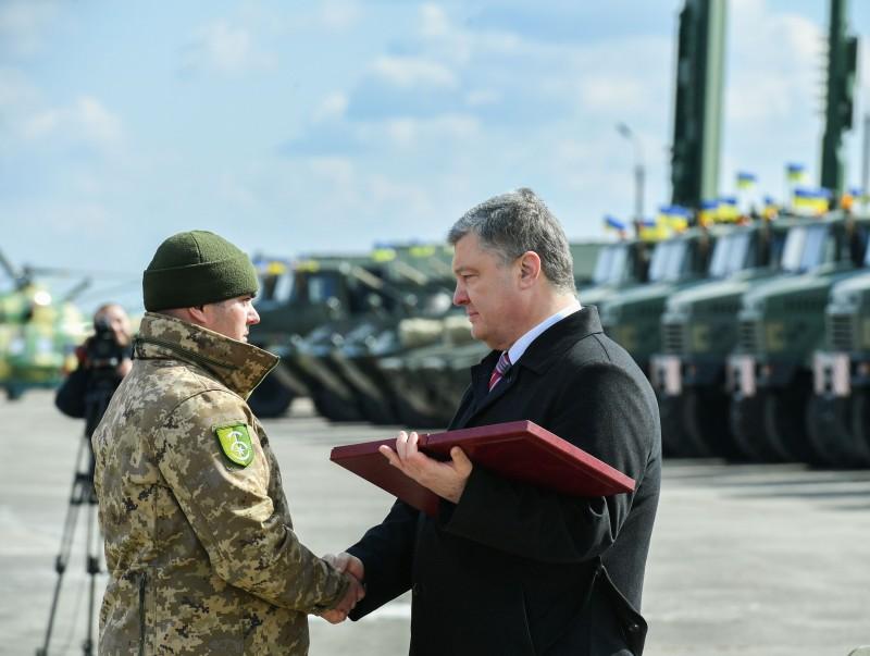Президент наградил орденами Героев Украины