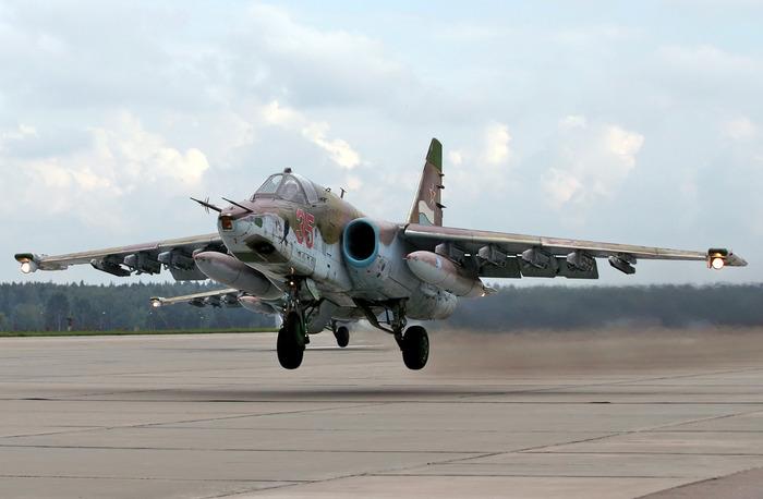 Су-25 смог приземлиться после атаки со стороны российского самолета