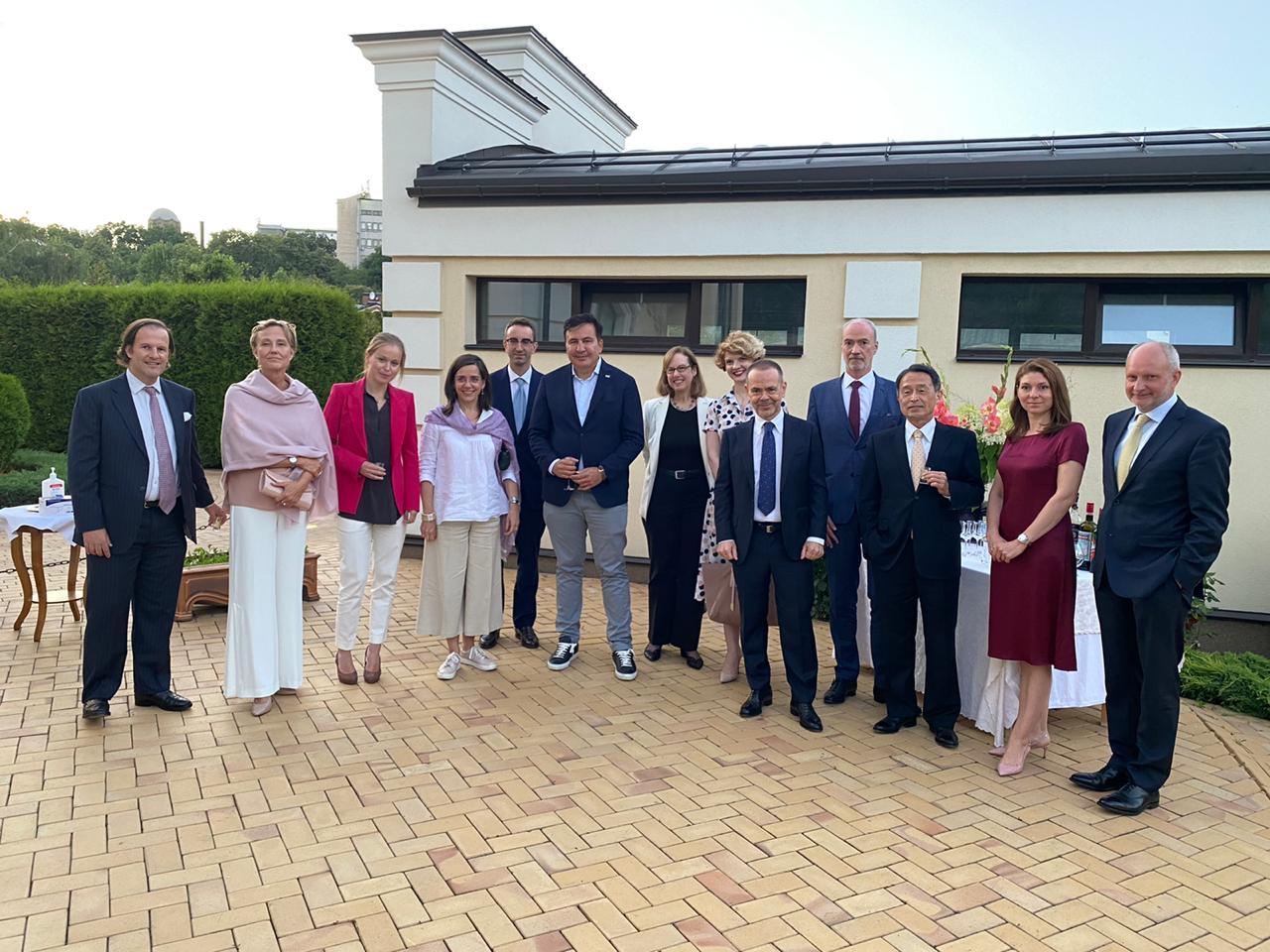 Саакашвили встретился с послами Большой семерки