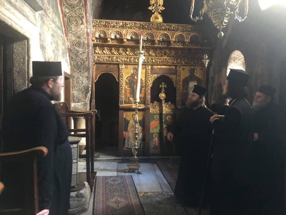 Украинские священники посещают легендарные места острова