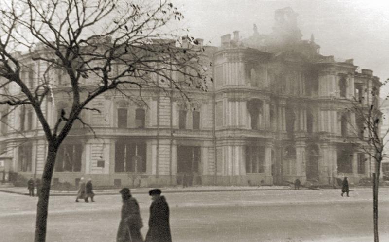 Здание окрисполкома на Крещатике, 18 после поджога