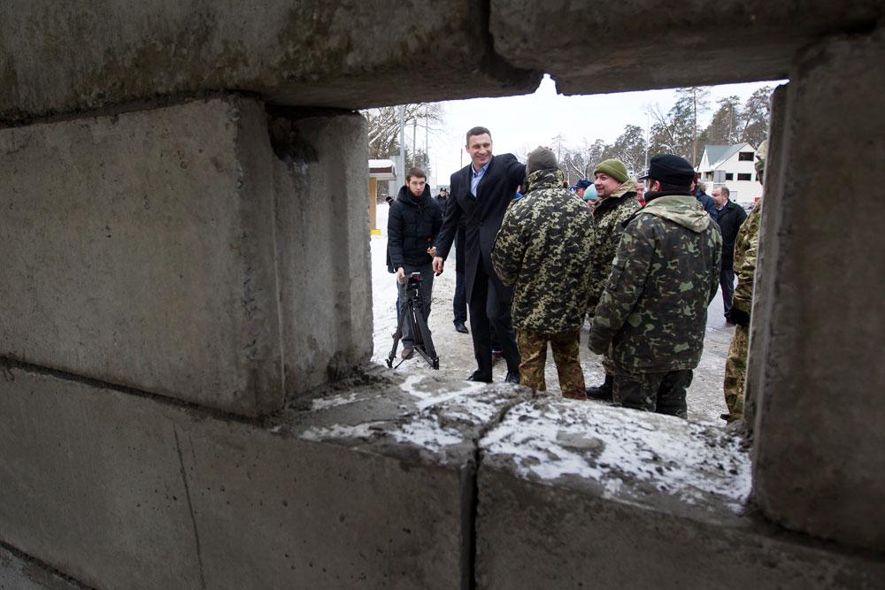 Виталий Кличко посетил новый блокпост на въезде в Киев на Житомирской трассе