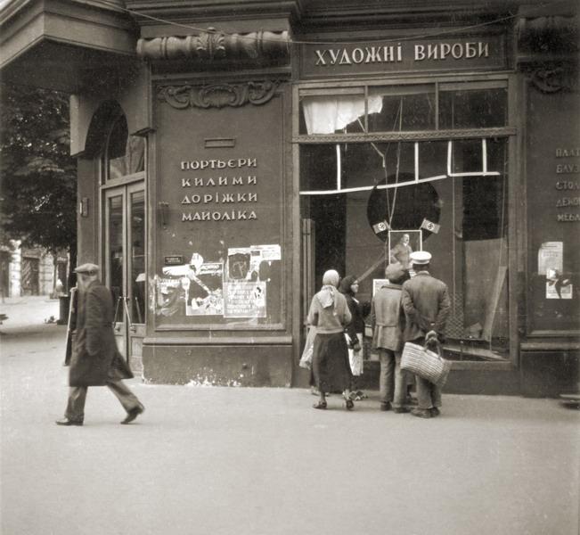Угол улиц Карла Маркса (Архитектора Городецкого) и Крещатика. Фото сентябрь 1941 года