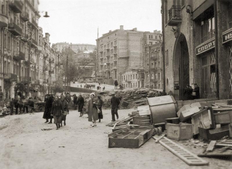 Окрестности Бессарабского рынка после грабежей. Фото сентябрь 1941 года