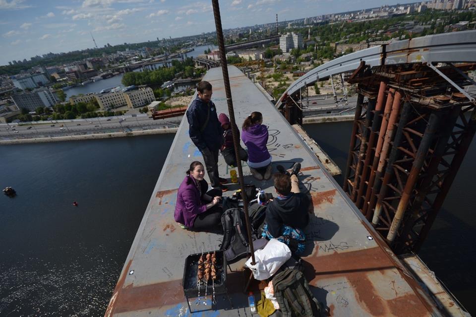 Подросток разбился насмерть, упав с недостроенного моста в Киеве, - ГосЧС - Цензор.НЕТ 4368