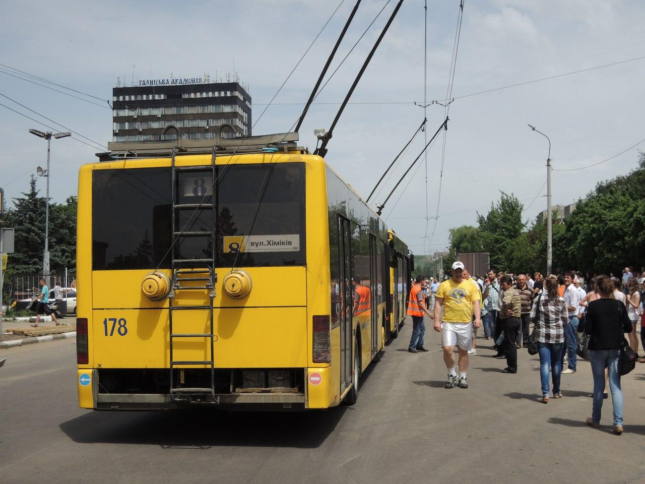 Два троллейбуса