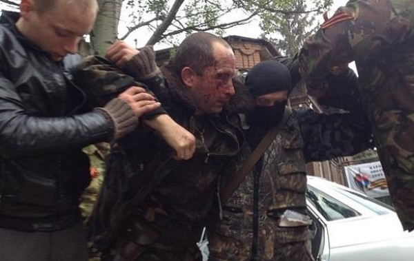 Российский журналист Александр Коц опубликовал фото раненого украинского вертолетчика