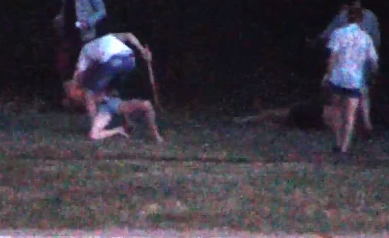 Мужики избивают девушку видео фото 495-140