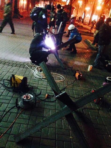 Противотанковые «ежи» на Майдане