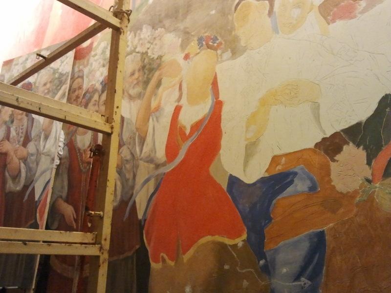 Как восстанавливали фреску Праздник в Киеве в московском метро