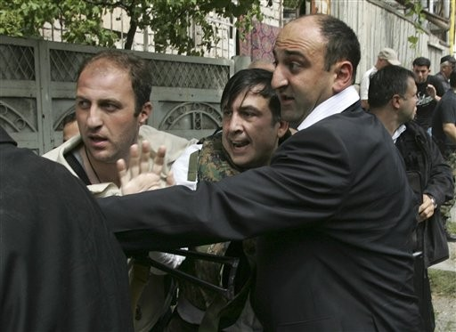 Image result for саакашвили бежит от российской бомбежки фото