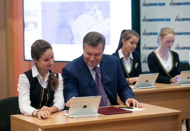 Всем школьникам до 2015 года пообещали планшеты