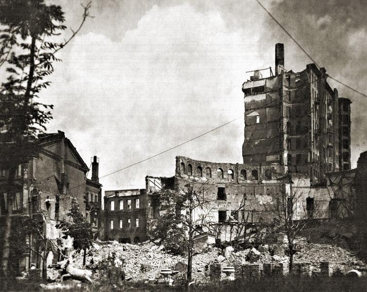 Разрушенное здание киевского цирка