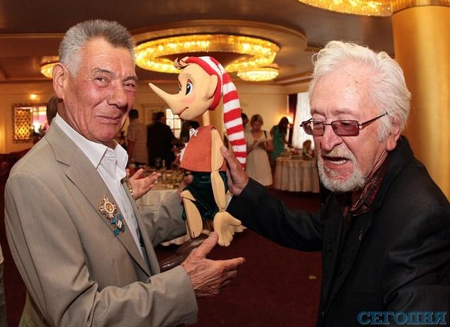 Директор театра кукол подарил Сан Санычу ручного Буратино