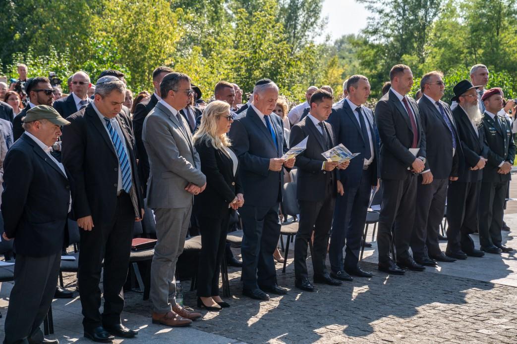 Зеленский, Нетаньяху и его жена почтили память жертв расстрелов