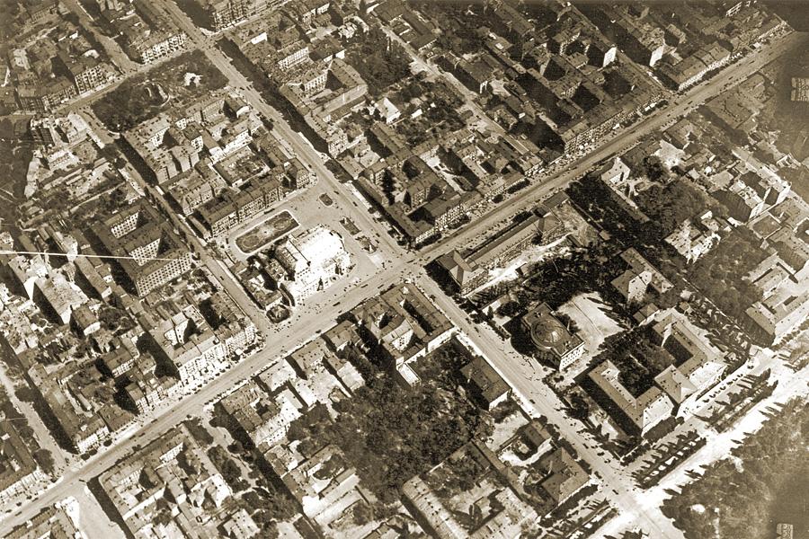 Аэрофотосъемка центральной части Киева, в центре — пересечение Владимирской и Фундуклеевской (теперь Богдана Хмельницкого) улиц. 1918 год