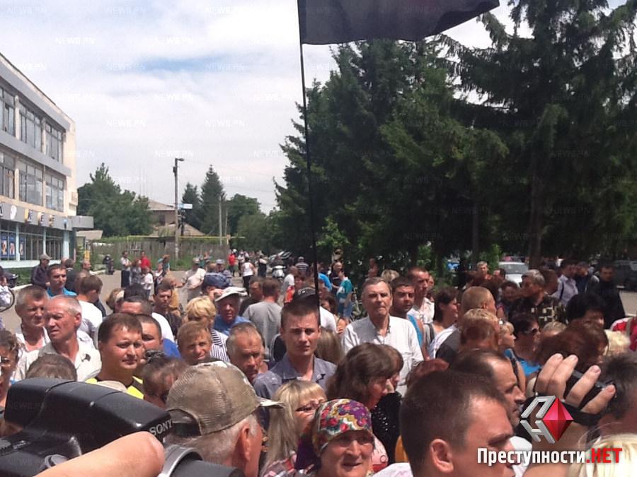 Митинг возле здания милиции во Врадиевке