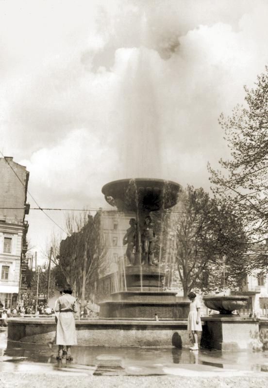 Фонтан на площади Калинина