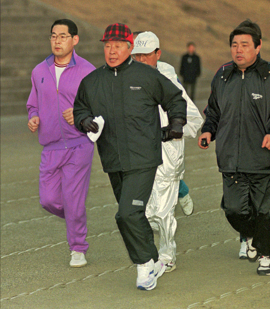 Президент Республики Корея Ким Ён Сам на пробежке