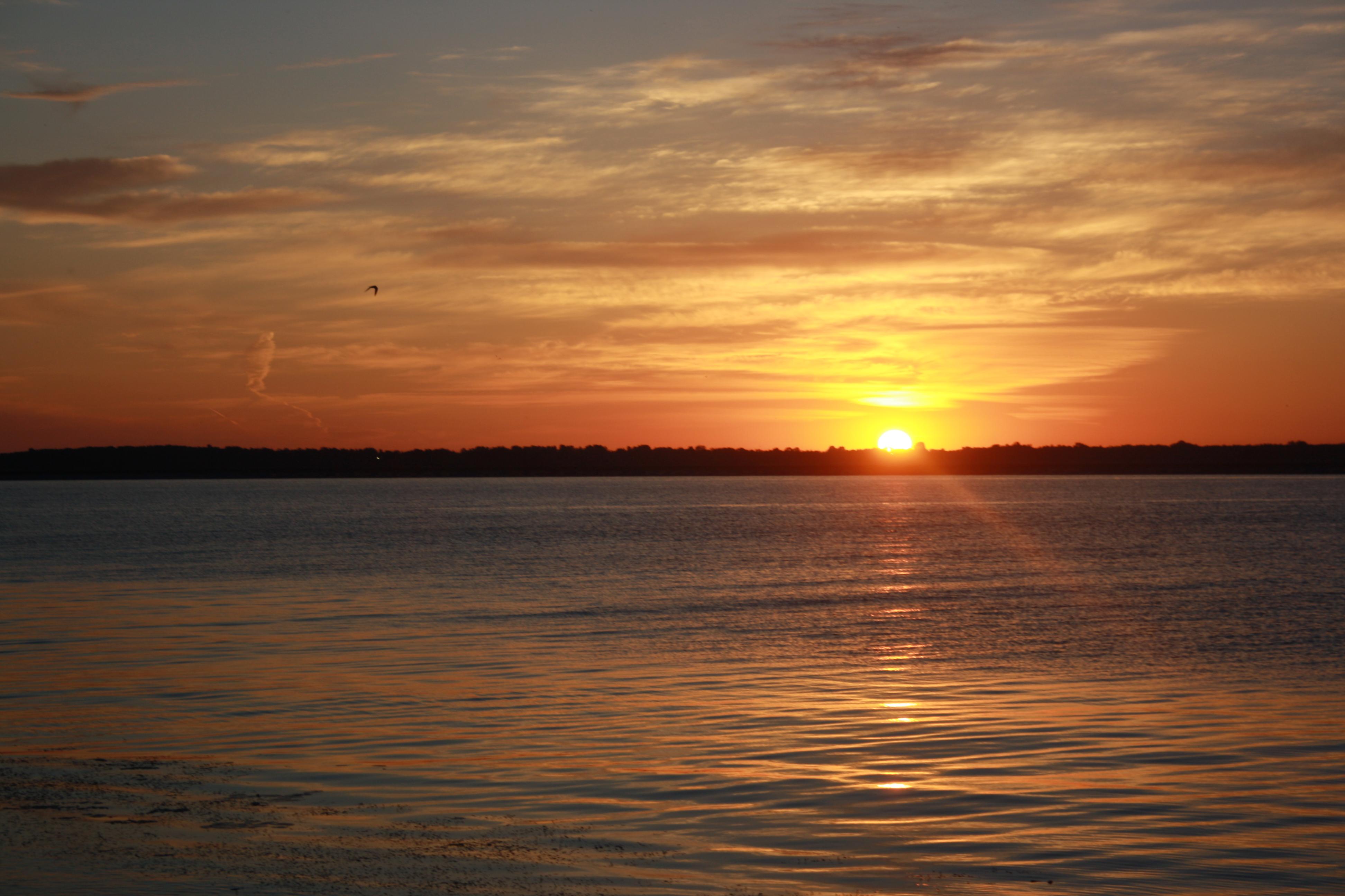 Киевское море. Одно из лучших мест, где в тишине и спокойствии можно встречать рассветы