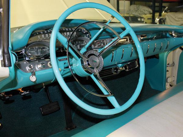 Так выглядел салон Edsel со стандартной коробкой передач