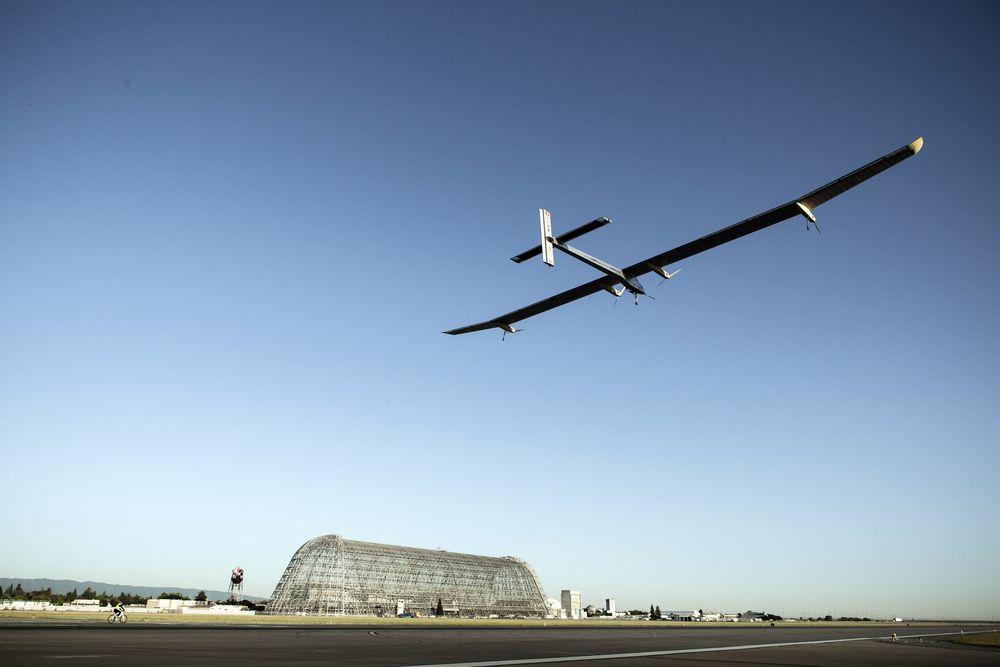 Самолет Solar Impulse на финише трансконтинентального перелета