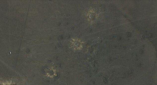Следы от кратеров можно разглядеть в Google Maps