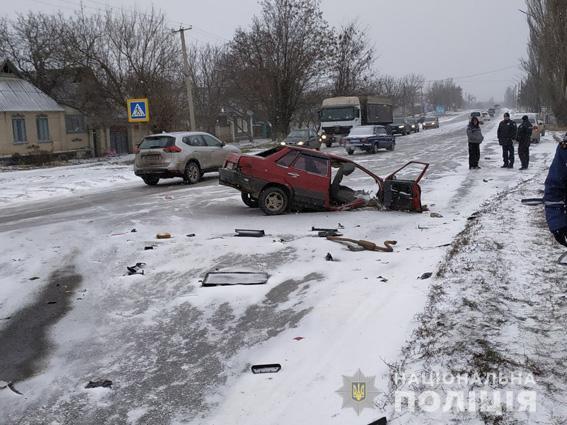 Водителя легковушки с телесными повреждениями доставили в больницу