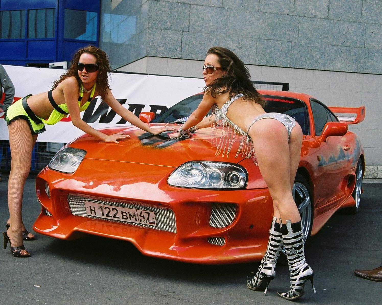 Тачки и голые девчонки 19 фотография