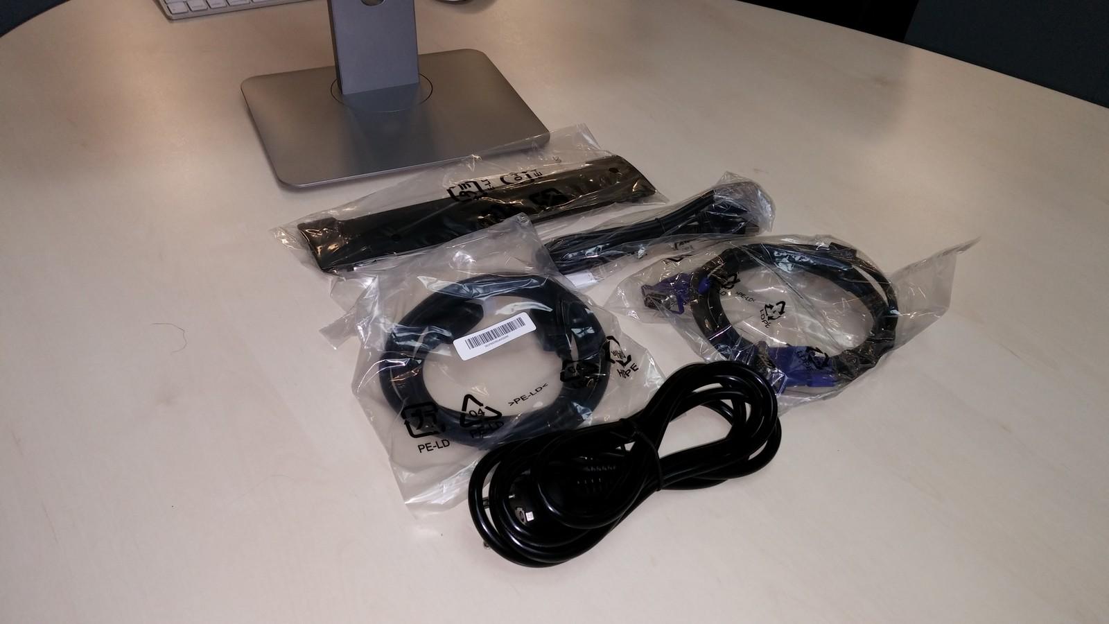 Dell P2214H - комплектация