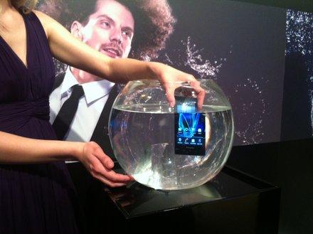 Телефон действительно водонероницаемый