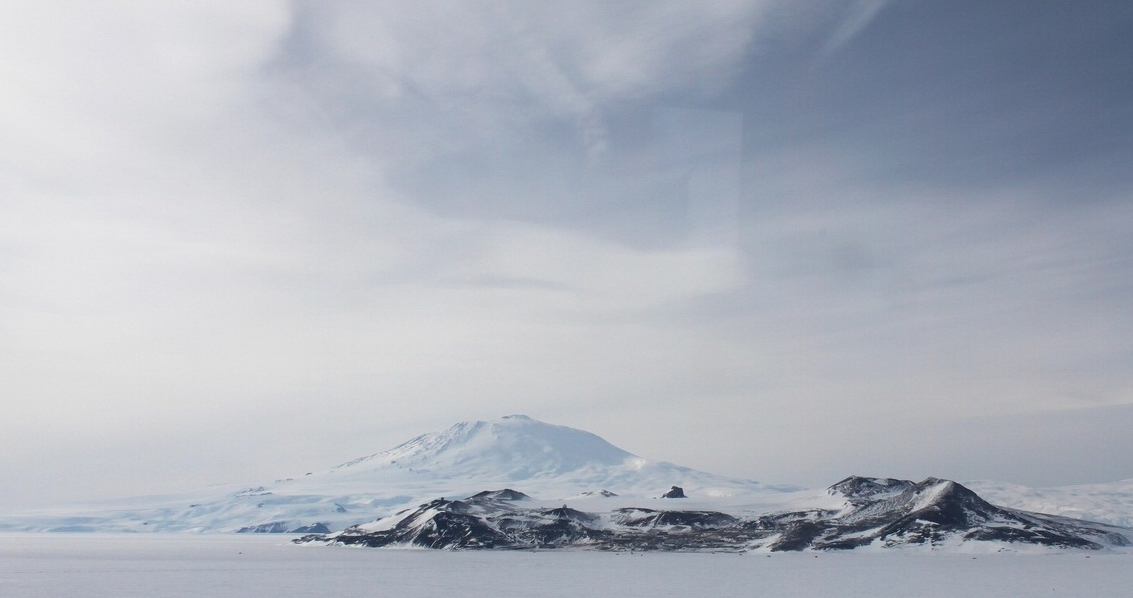 Сайпл — одноименный остров, который благодаря горе занял 15-е место среди самых высоких в мире