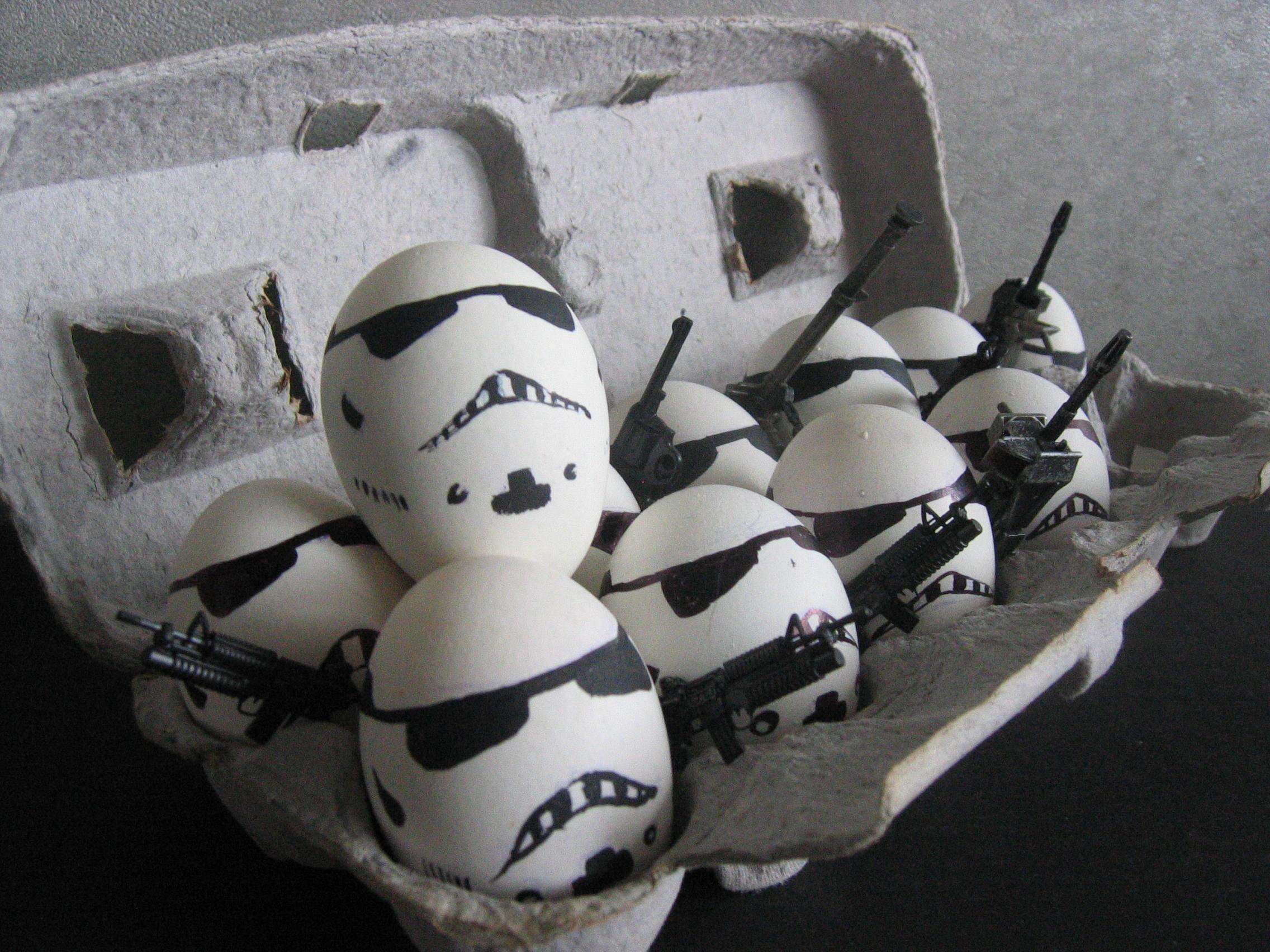 Многие считают белые яйца небезопасными