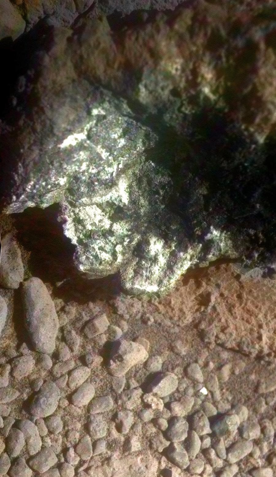 Возле марсохода нашли загадочный «ползающий» камень - ТЕХНО
