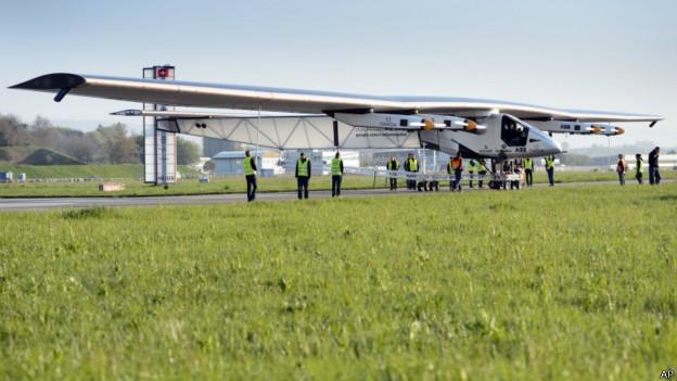 Летательный аппарат под названием Solar Impulse 2 взлетел с аэродрома Пайерн в Швейцарии