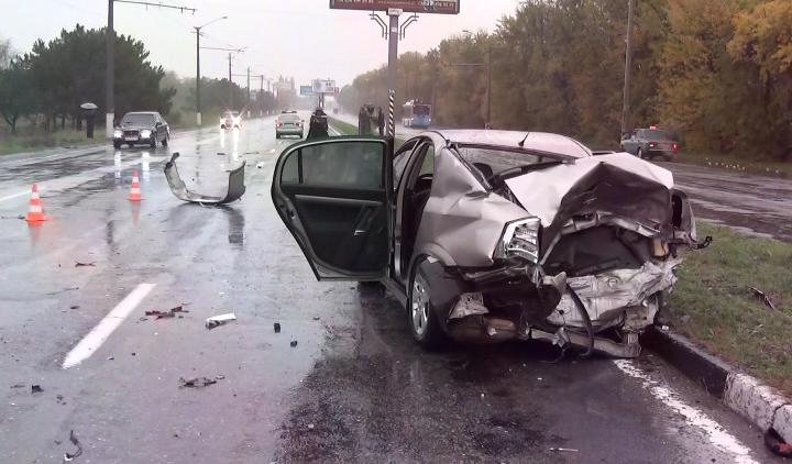Авто врезалось в электроопору