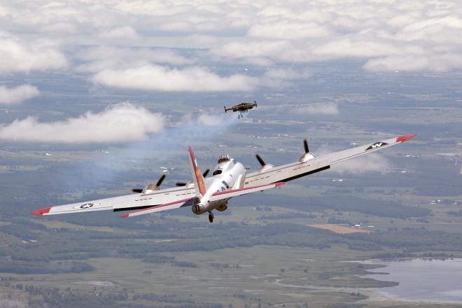 Полет Росси рядом с бомбардировщиком