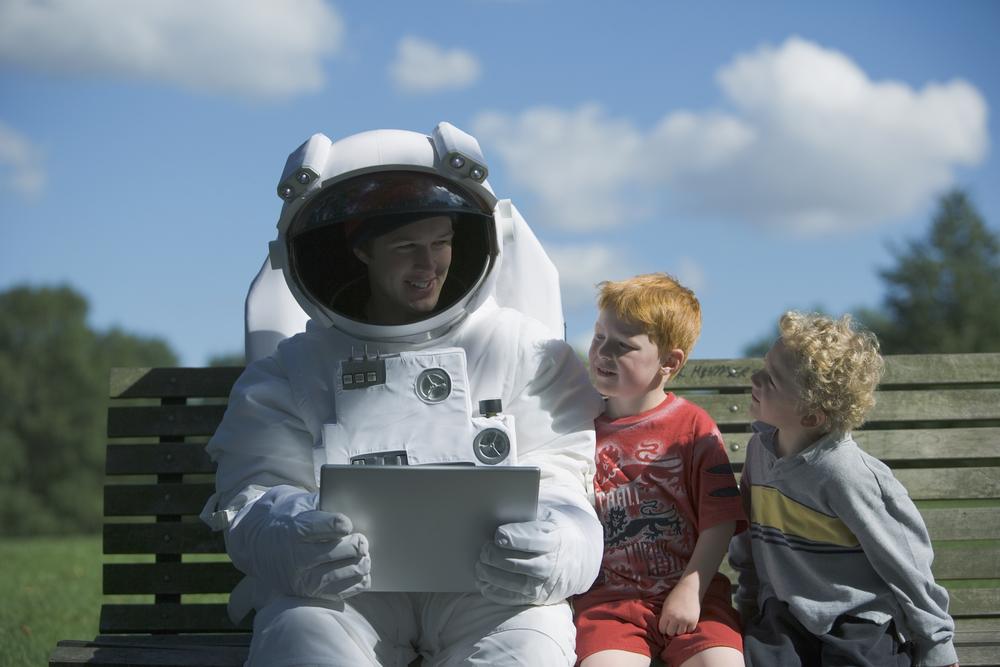 Многие из нас все еще хотят быть космонавтом - для нас сегодня праздник